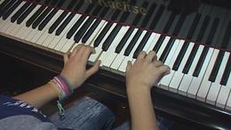 Csutorás Karolina, a zongorista lány