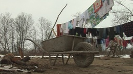 Lakhatatlanok  a szocpolból épített házak Somogysárdon