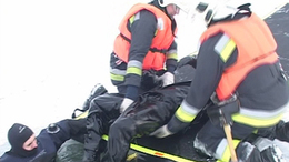Két ember alatt beszakadt a Balaton jege