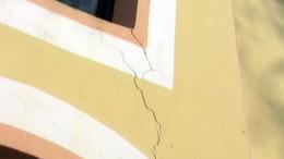 Megrepedt a földrengéstől a várdai templom fala