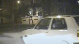 A jeges út ellenére kikanyarodott a rendőrautó elé