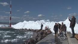 Óriási jéghegyek a Balatonon