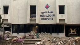 Bontják a Kapos TV egykori stúdióját