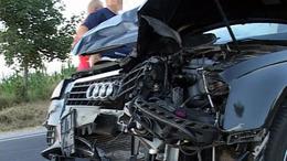 Előzgetett az audis, de elékanyarodott egy mezőgazdasági vontató
