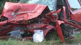 Két autó frontálisan ütközött