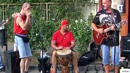 Zenél az utca