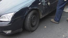 Megpördült és fejreállt! Három autó ütközött a 61-es úton