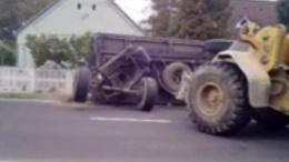 Vágatlan: felborult egy cukorrépaszállító kamion Mosdóson