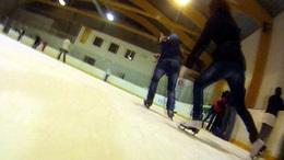 Így csúszunk mi a kaposvári jégcsarnokban