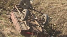 Ketten meghaltak: rájuk borult a lovaskocsi