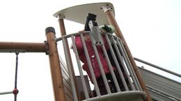 A donneri gyerekek játszóteret kaptak a Mikulástól